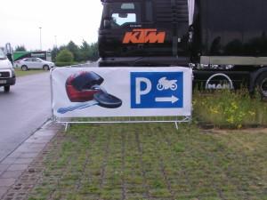 Mannesmanngitter mit Parkplatzschild