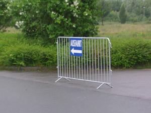 Ausfahrtleitsystem mit Gitter
