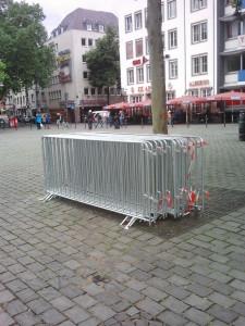 Absperrgitter Demo Köln alter Markt